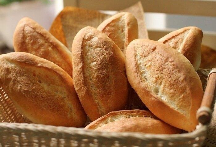 Vụn bánh mì có thể cho cá cảnh ăn